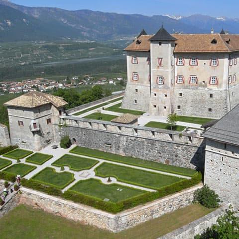 Restauro di Castel Thun (torri e fossato - XVI sec.)